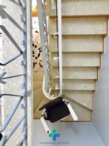 Treppenlift-auch-fuer-sehr-schmales-Treppenhaus-passend-Hamburg